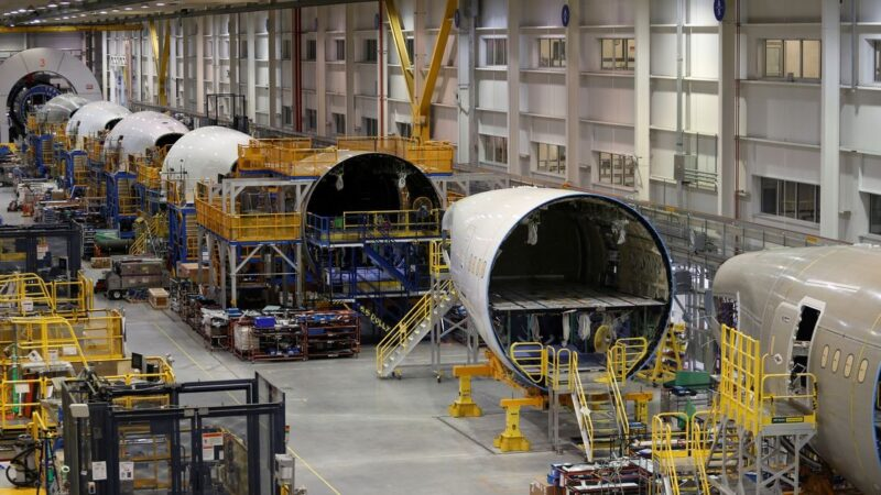 U.S. awarding $482.3 mln in aviation manufacturing assistance